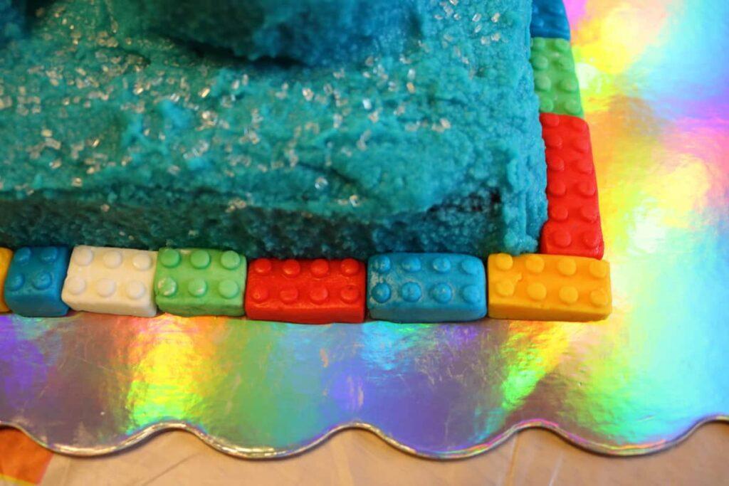 closeup of lego fondant border around cake