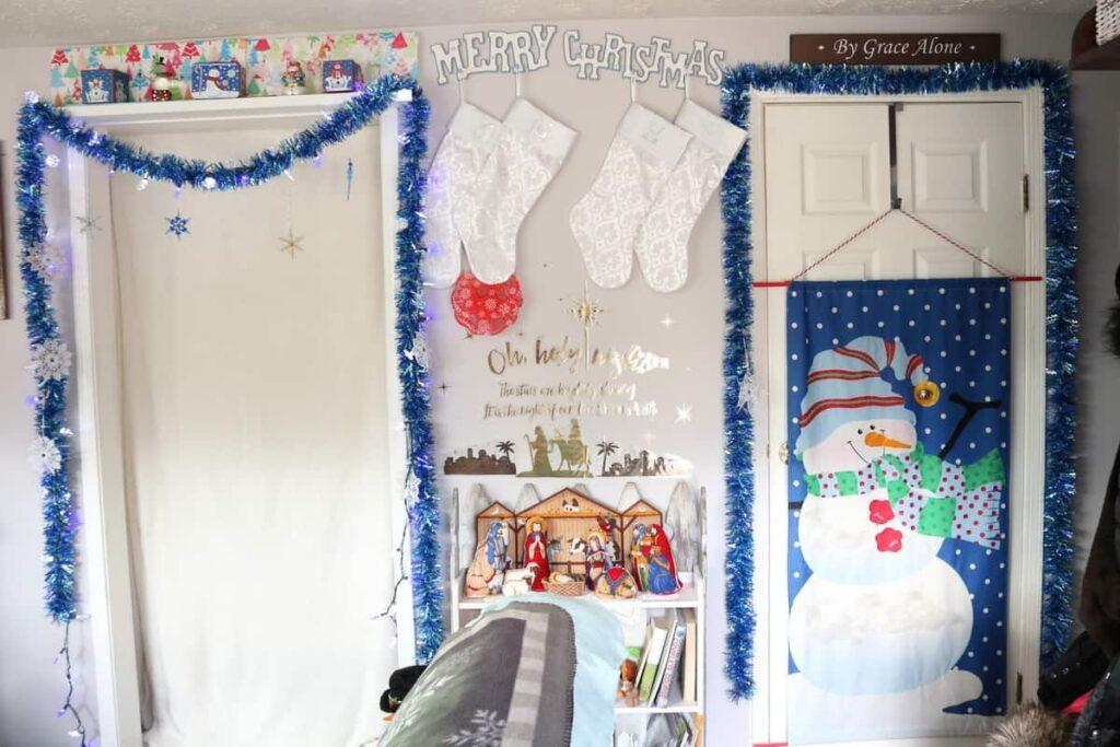 https://www.b4andafters.com/christmas-decor