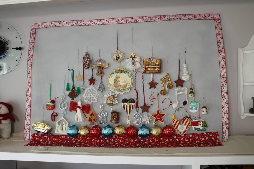 Ornament Display screen on mantel area