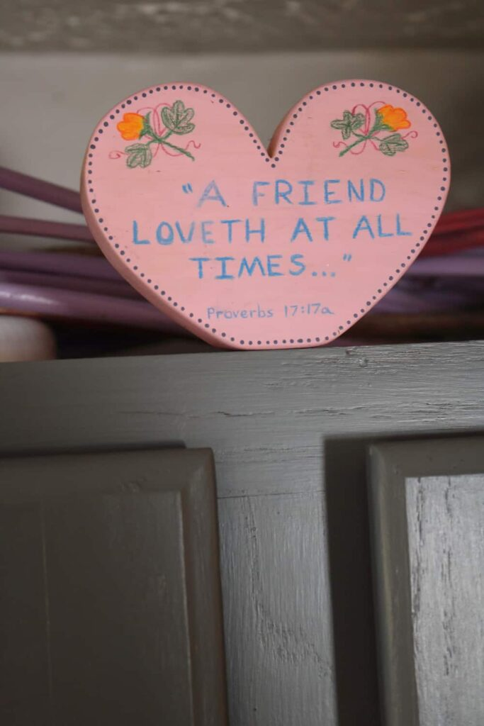 https://www.b4andafters.com/kitchen-cupboard-valentine-decor