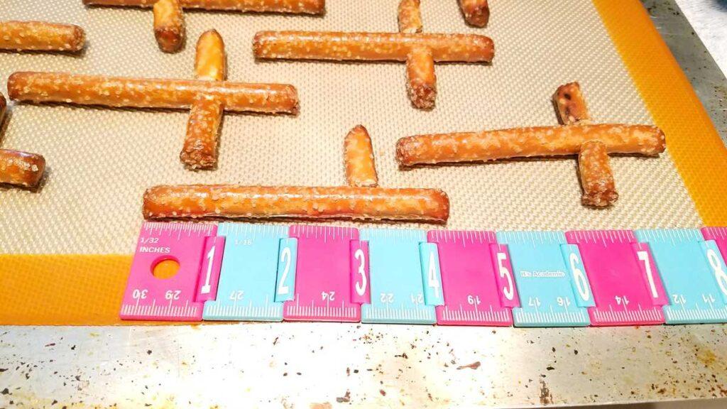 a 4 inch pretzel rod
