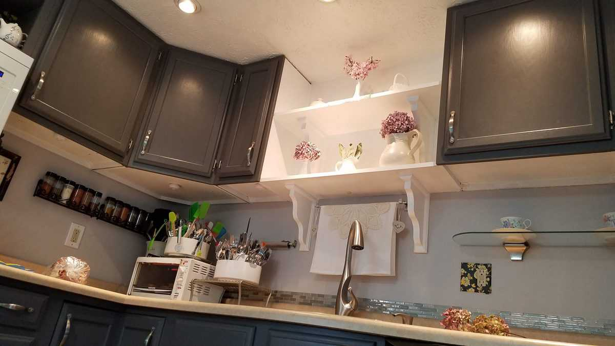 view of underneath upper kitchen cabinets