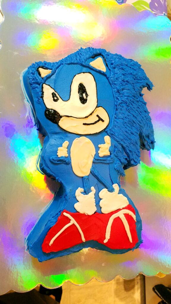 sonic the hedgehog cake with fur added to his hair