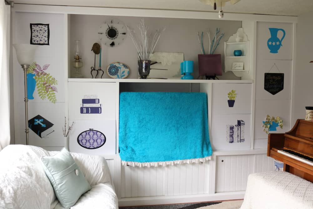 tv decor with blue blanket