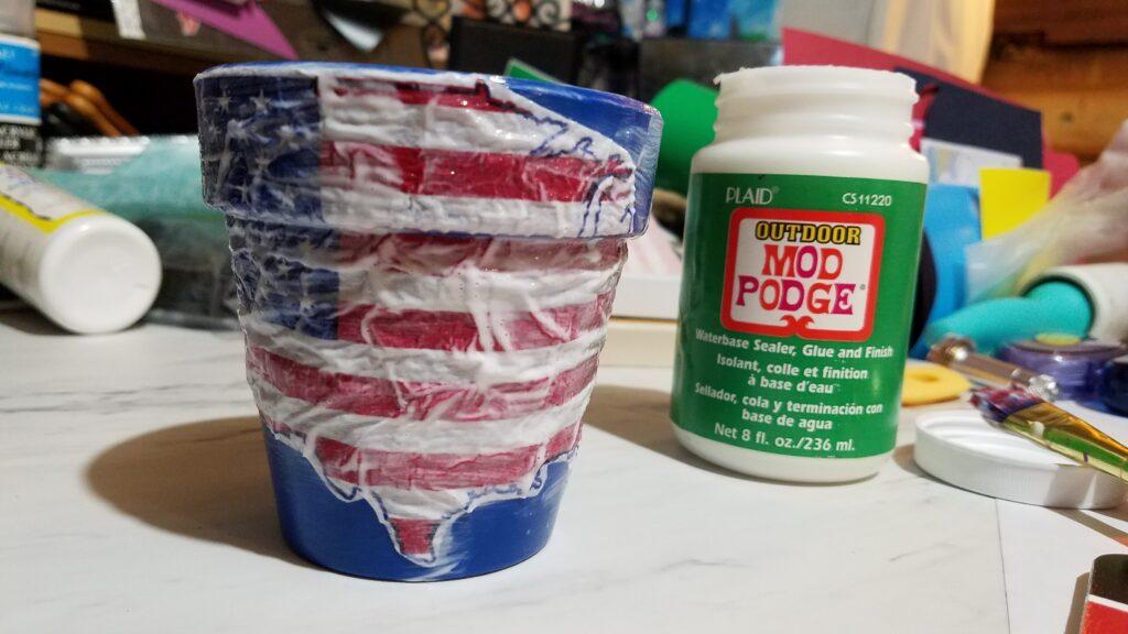 wet mod podge all over United States napkin on pot