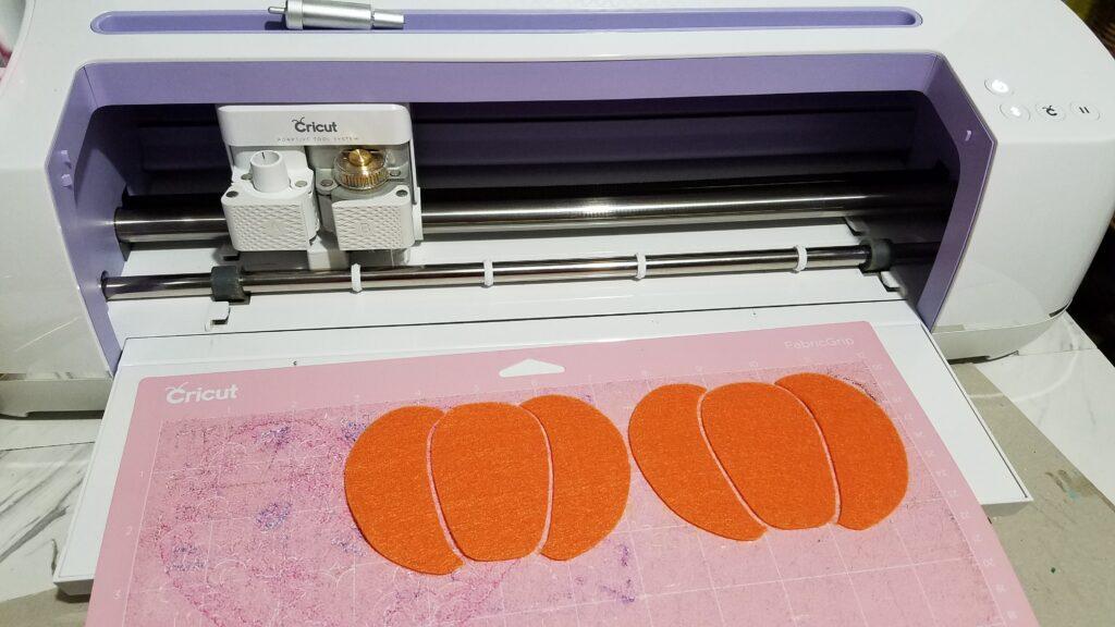 cutting out felt on cricut mat