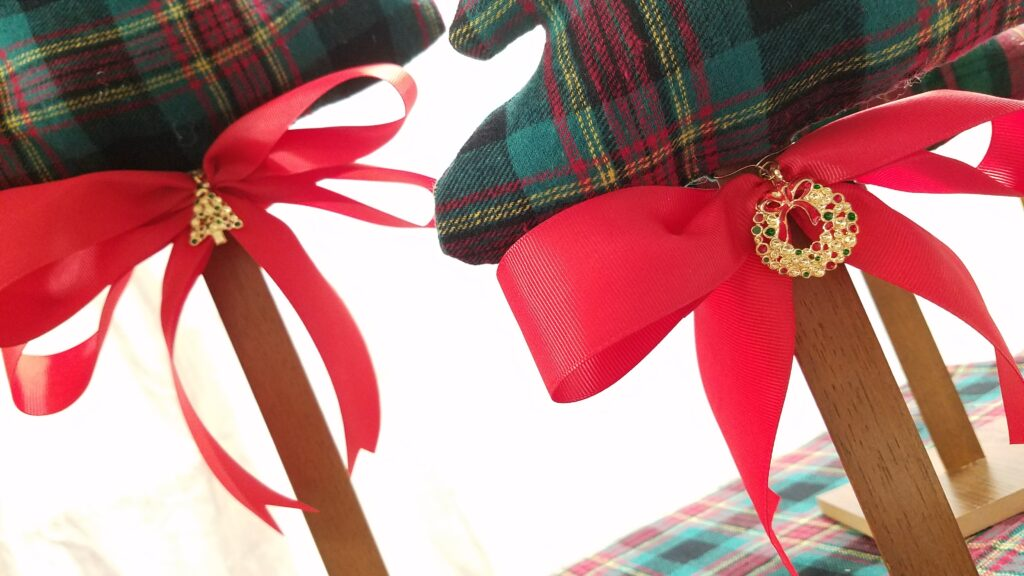 red grosgrain ribbon on bottom of fabric tree