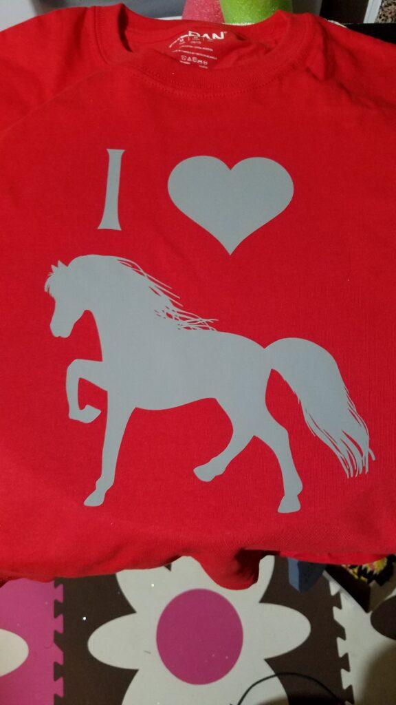 I love horses tshirt with the Cricut