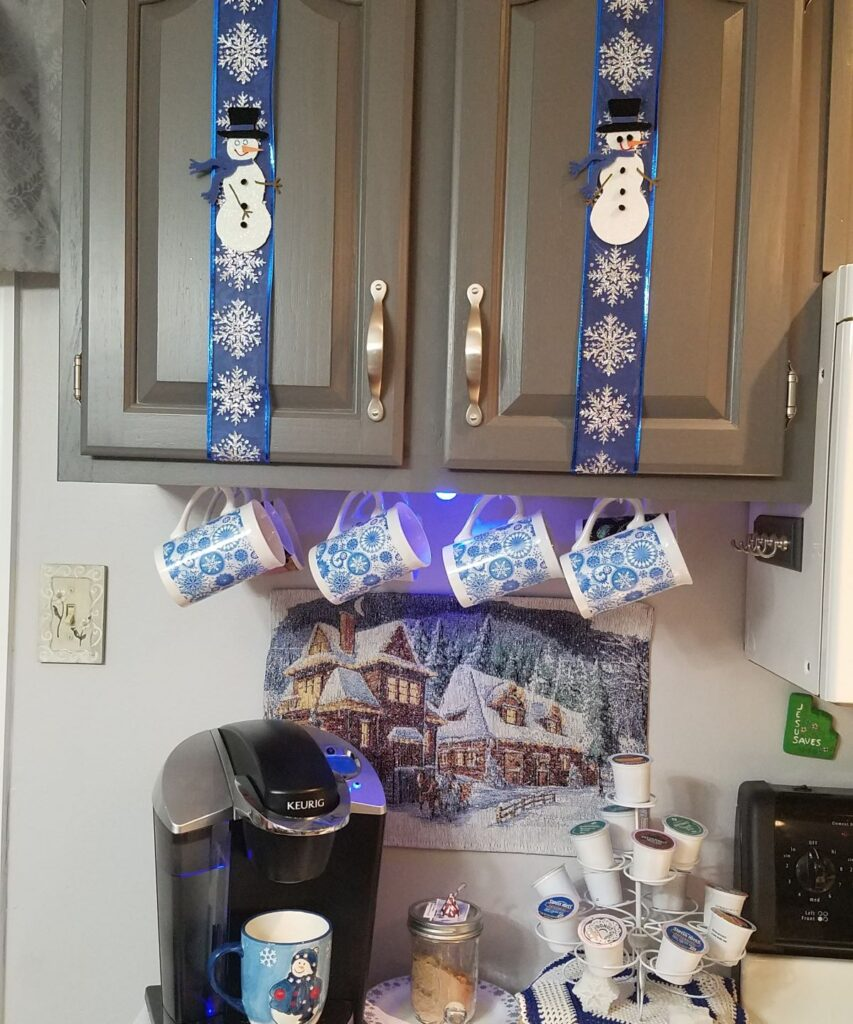 snowman cupboard decor