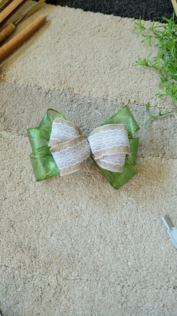 green and neutral ribbon